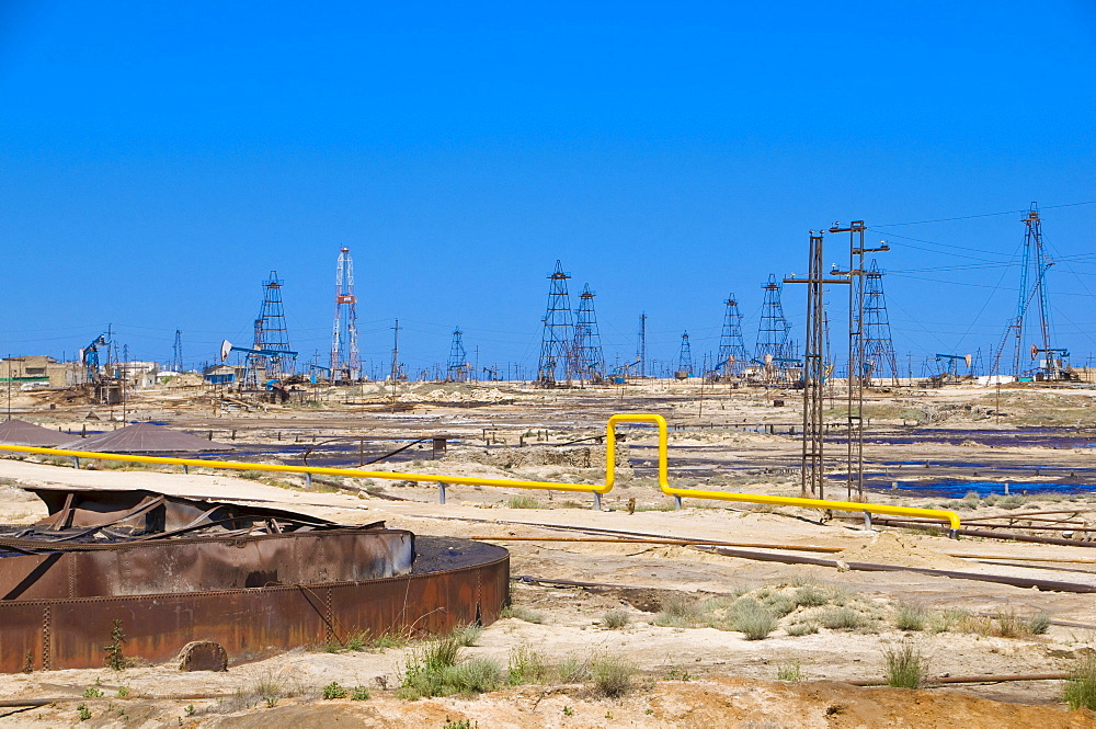 Oil field, oil industry on the Abseron peninsula, Azerbaijan, Caucasus Region, Eurasia