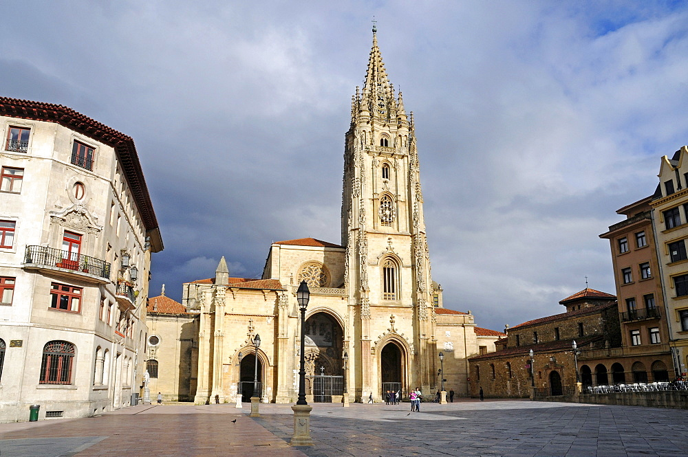 San Salvador Cathedral, Plaza Alfonso II, Oviedo, Asturias, Spain, Europe