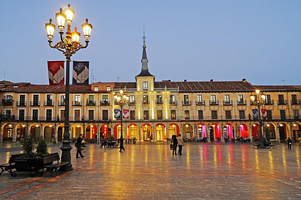 Evening mood, Plaza Mayor square, Leon, Castilla y Leon province, Spain, Europe