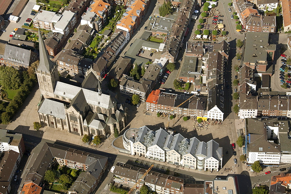Aerial view, Willibrordi-Dom late Gothic basilica with five naves, Protestant town church, Wesel, Ruhrgebiet region, Niederrhein, North Rhine-Westphalia, Germany, Europe