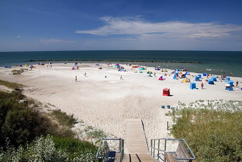 Beach, Baltic Sea resort town of Ahrenshoop, Fischland, Mecklenburg-Western Pomerania, Germany, Europe