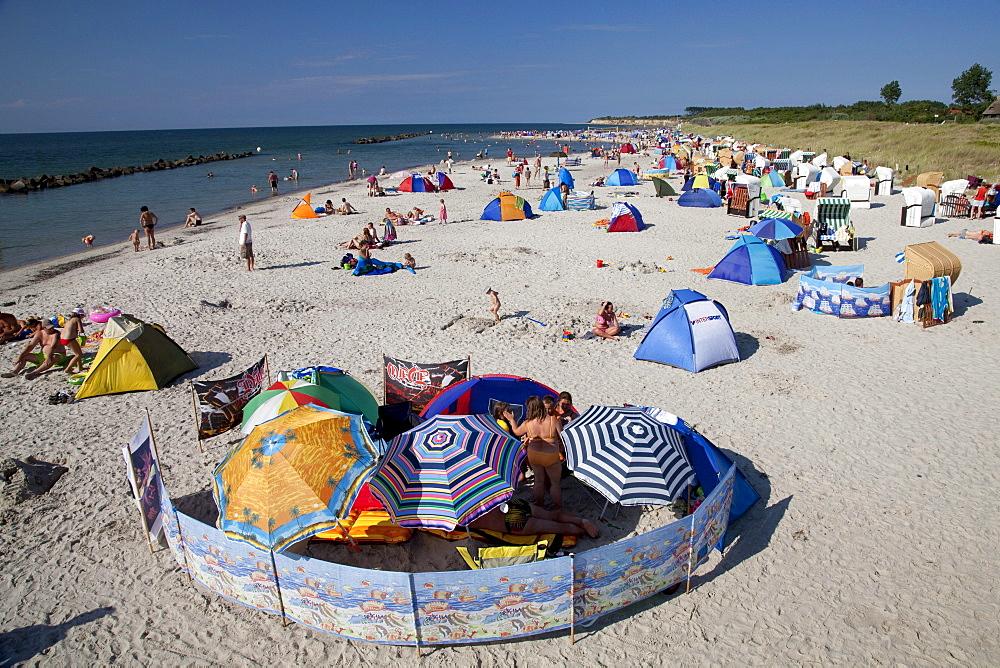 Beach, Baltic Sea resort town of Wustrow, Fischland, Mecklenburg-Western Pomerania, Germany, Europe