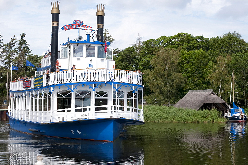 Paddle wheel steamer on the Prerower Strom estuary, Fischland-Darss-Zingst peninsula, Mecklenburg-Western Pomerania, Germany, Europe