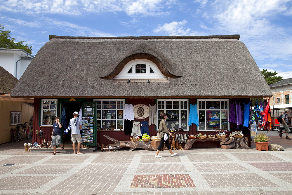 Souvenir shop on the promenade, Prerow Baltic resort, Fischland-Darss-Zingst peninsula, Mecklenburg-Western Pomerania, Germany, Europe