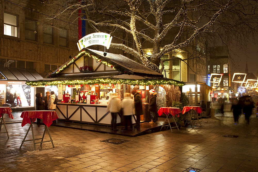 Stand selling mulled wine, Christmas market on Kettwiger Strasse, Essen Light Weeks, Essen, Ruhr Area, North Rhine-Westphalia, Germany, Europe