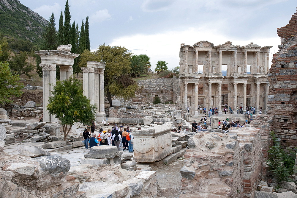 Library of Celsus, ancient archaeological excavation site of Ephesus, Selcuk, Lycia, Turkey, Asia