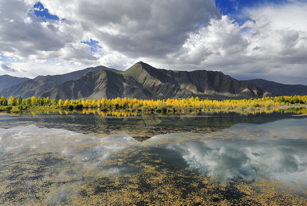 Mountain landscape on the Kyichu River near Lhasa, Tibet, China, Asia