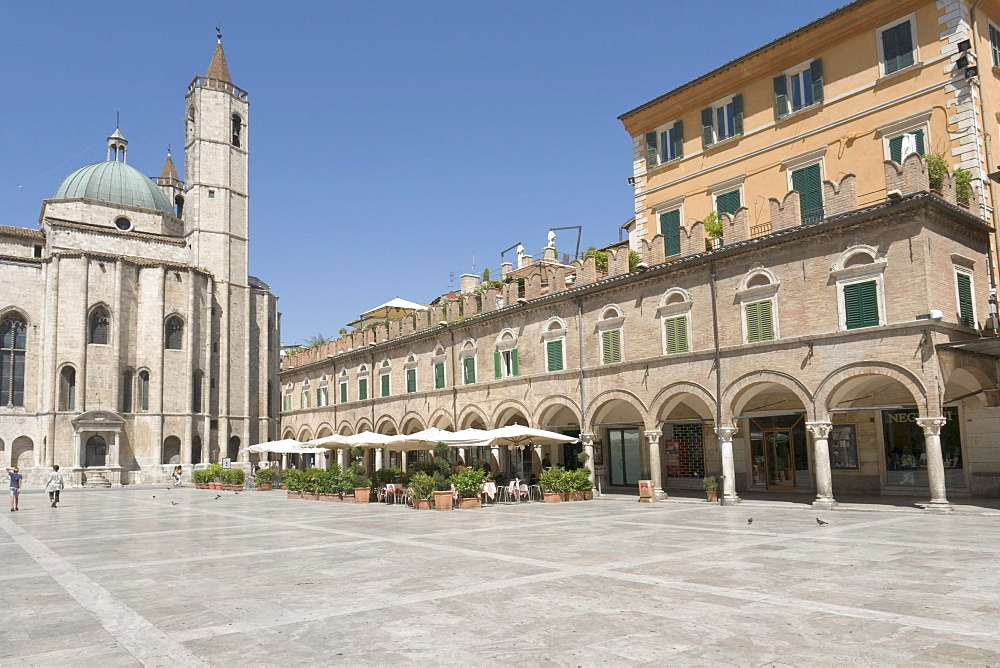 Piazza del Popolo, with typical porticato, arcade, and transept of the church of San Francesco, in Ascoli Piceno, Marches, Italy, Europe