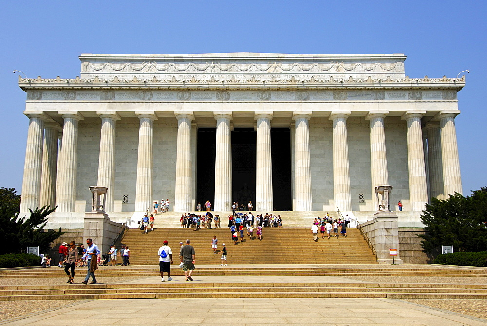 The Lincoln Memorial in the style of a Greek Doric temple, Washington DC, USA, America