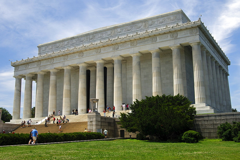 The Lincoln Memorial, built in the style of a Greek Doric temple, Washington DC, USA