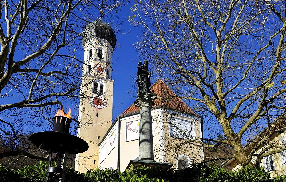 Parish Church of St. Andrew and St. Mary's Column, Marienplatz square in Wolfratshausen, Bavaria, Germany, Europe