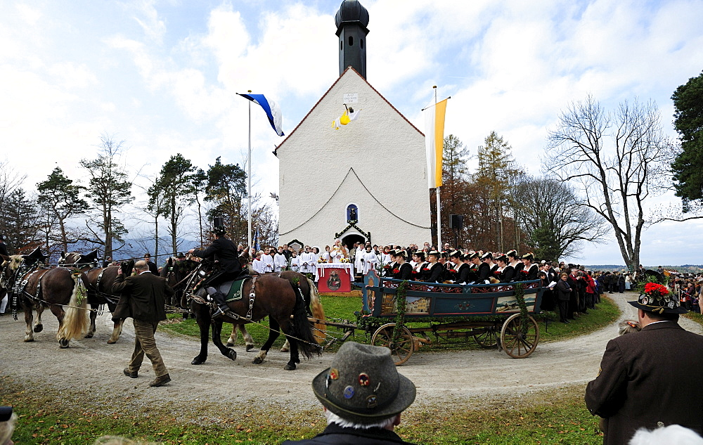 Blessing of the participants of the Leonhardifahrt, a procession with horses for the feast day of Saint Leonard of Noblac, Bad Toelz, Upper Bavaria, Bavaria, Germany, Europe