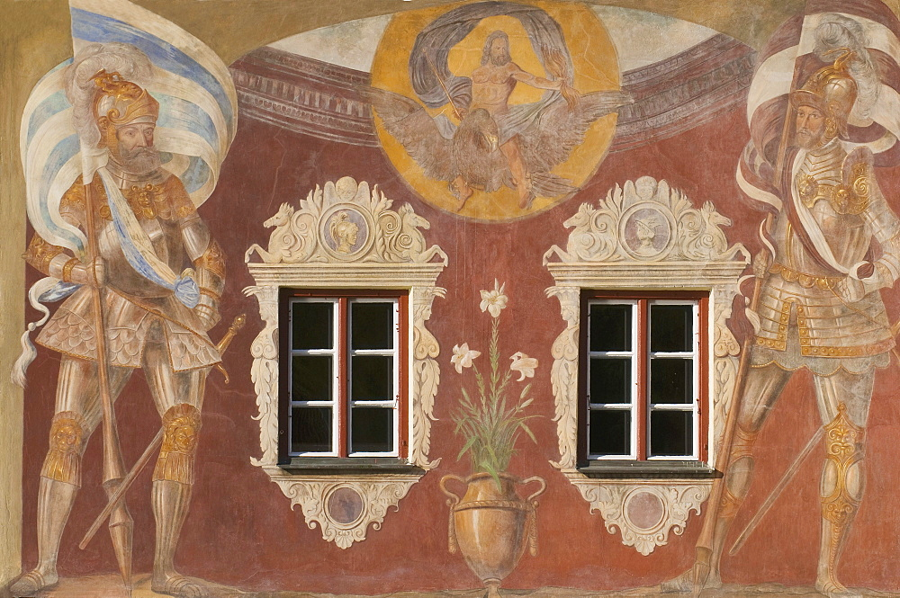 Brucktor, Bridge Gate, wall paintings, anno 1568, two guards holding Bavarian and Wasserburger banners, Jupiter on an eagle with lilies, a lightning bolt and a sceptre, Wasserburg am Inn moated castle, Bavaria, Germany, Europe