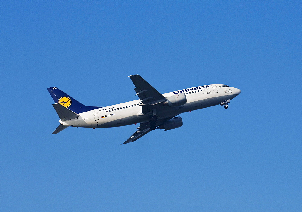 Aircraft of Lufthansa airline, Boeing 737-300, plane named Herford, climbing
