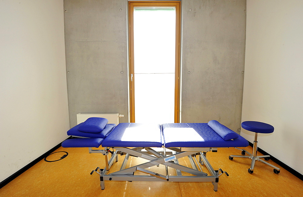 Medical treatment room for back training according to the DAVID concept, an apparatus-supported method for the analysis and improvement of the functional condition of the spine