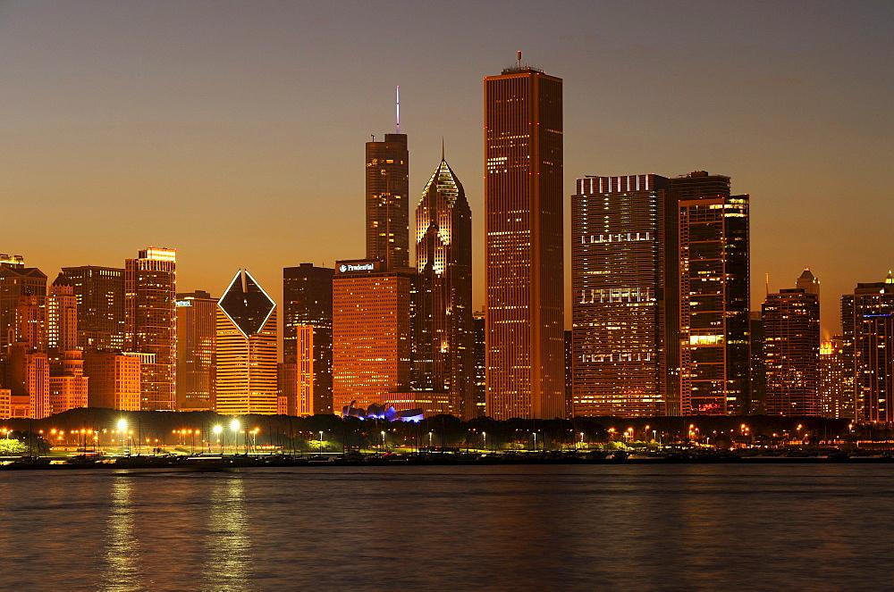 Night shot, Aon Center, Two Prudential Plaza, Trump Tower, Diamond Tower, skyline, Lake Michigan, Chicago, Illinois, United States of America, USA