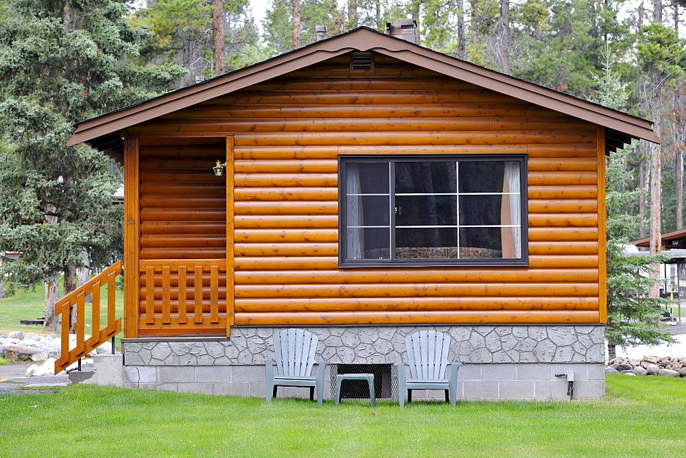 Log cabin Becker Chalets, Jasper National Park, Canadian Rockies, Rocky Mountains, Alberta, Canada