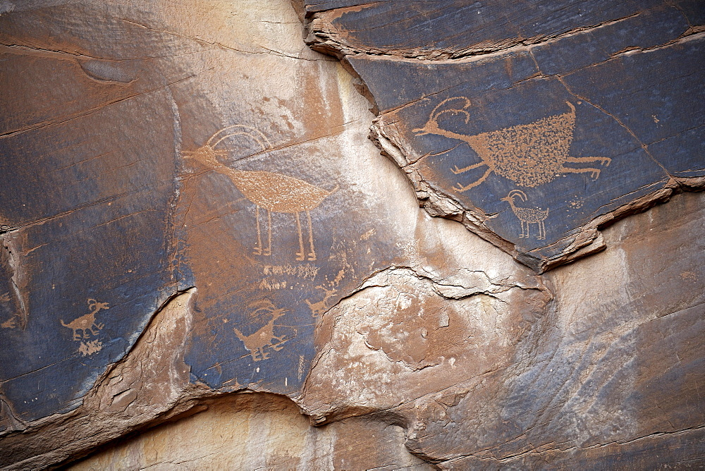 Ca. 1500 year old wall paintings by Native Americans, Monument Valley, Arizona, USA