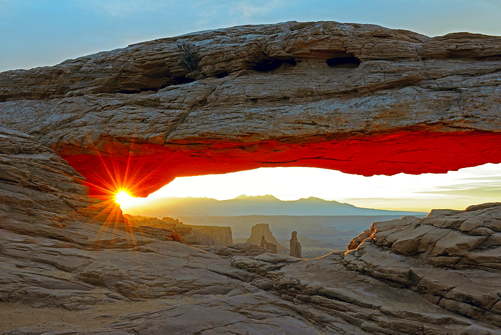 Mesa Arch at sunrise, Canyonlands National Park, Utah, USA