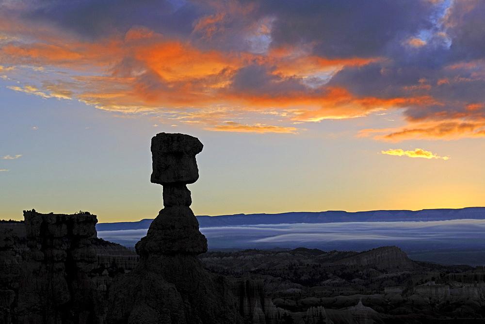 Thor's Hammer at dawn, Sunrise Point, Bryce Canyon National Park, Utah, USA, America