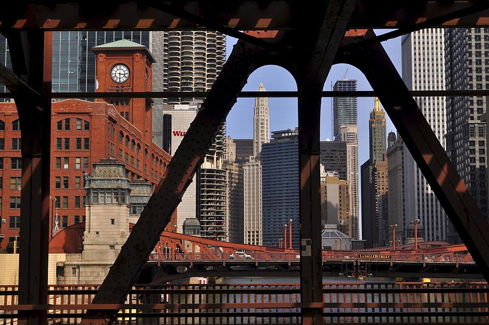 Drawbridge over the Chicago River, Chicago, Illinois, USA