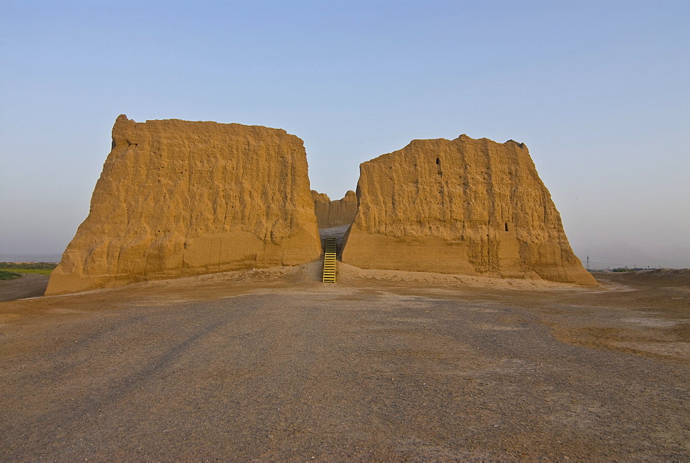 Ruin of an adobe building, Merv, Turkmenistan, Central Asia