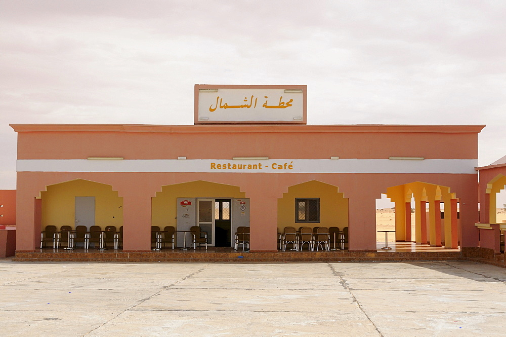 Service station and restaurant in the desert between Nouadhibou and Nouakchott, Mauretania, northwestern Africa