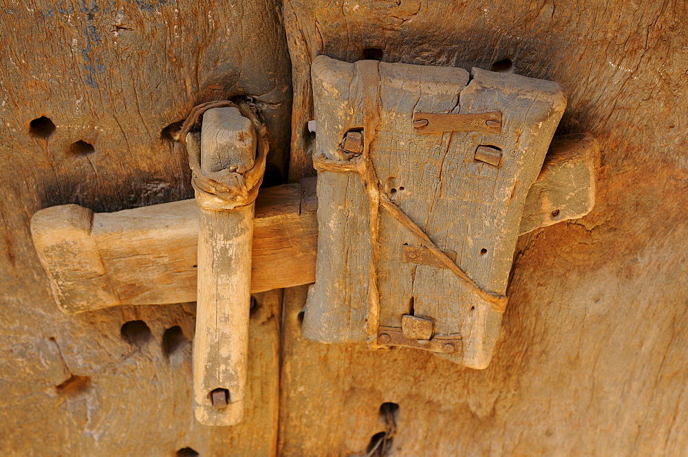Old door locker at the ruins of Ouadane, UNESCO World Heritage Site, Mauritania, northwestern Africa