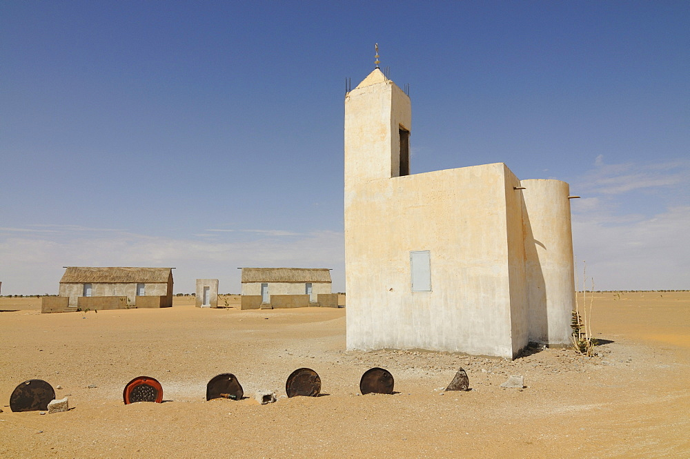 Little mosque on the road from Atar to Nouakchott, Mauretania, northwestern Africa
