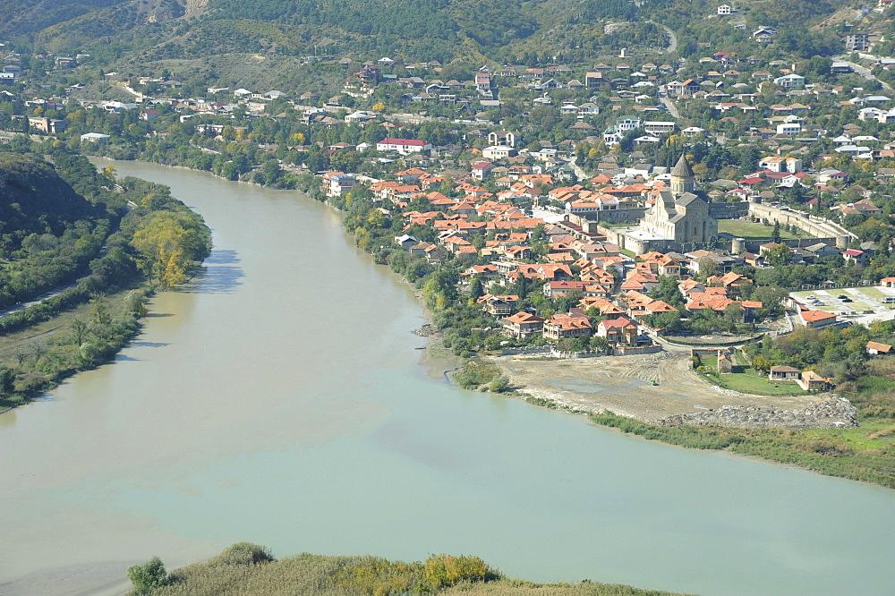 Confluence of the Mtkvari and Aragvi Rivers, view towards the Church of Sveti Zchoweli, Lebenssaeulekirche, Mtskheta, Kartli, Georgia, Middle East