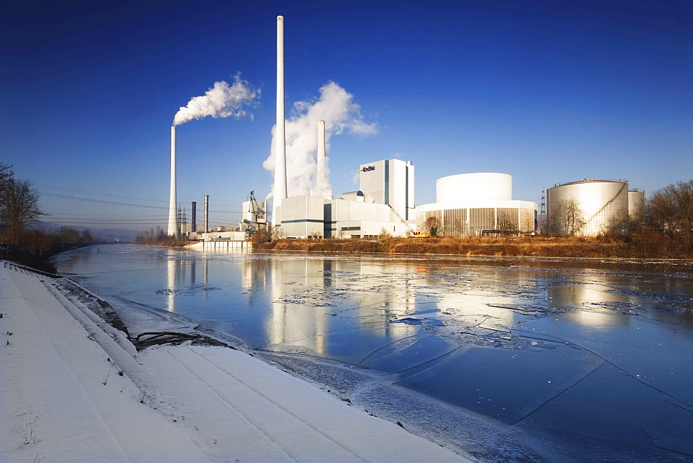 Frozen Neckar River in front of a power plant, Altbach, Baden-Wuerttemberg, Germany, Europe
