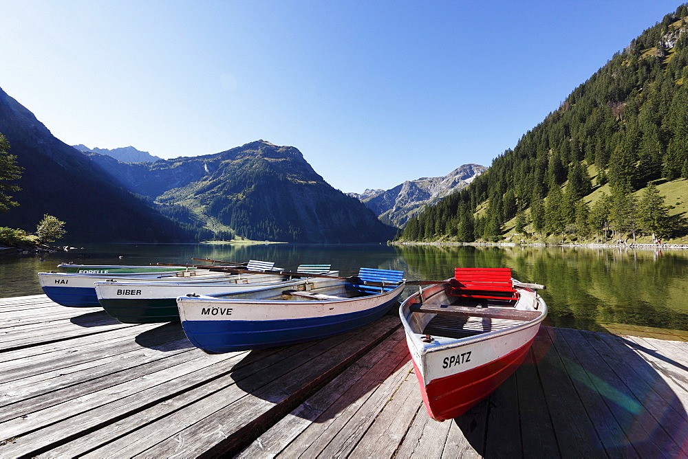 Rowing boats on Lake Vilsalpsee at Tannheim, Vilsalpseeberge mountains, Tannheimer Tal high valley, Tyrol, Austria, Europe