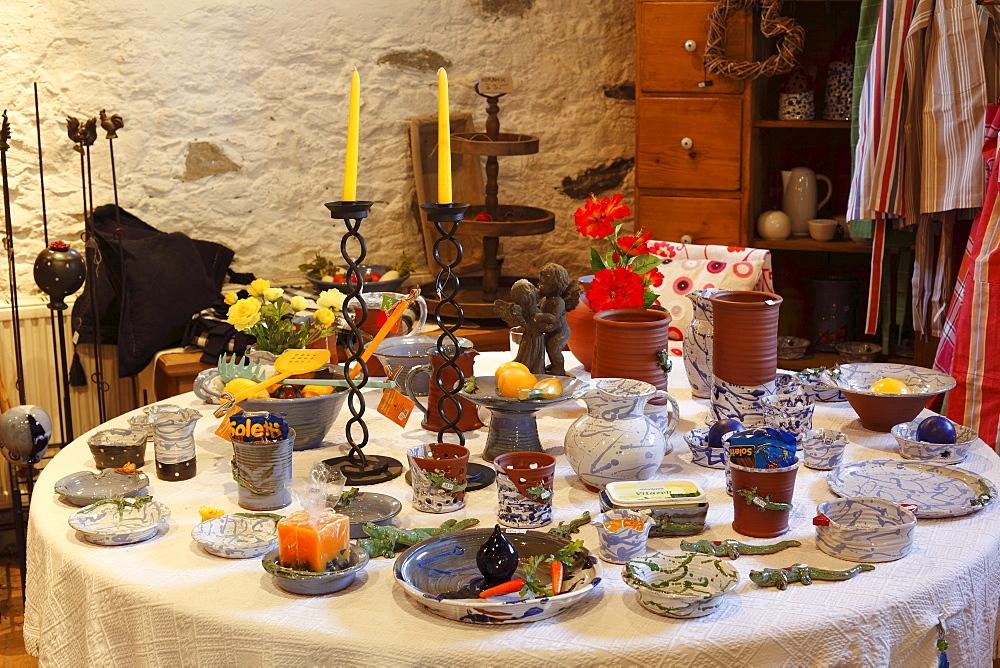 Schneeweiss, a shop selling wine and ceramic goods, in Salzstadl, Weissenkirchen in the Wachau, Waldviertel, Forest Quarter, Lower Austria, Austria, Europe