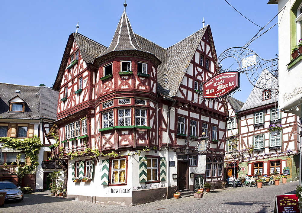 View towards Altes Haus, Old House, in the historic town centre of Bacharach, UNESCO World Heritage Site Upper Middle Rhine Valley, Rhineland Palatinate, Germany, Europe