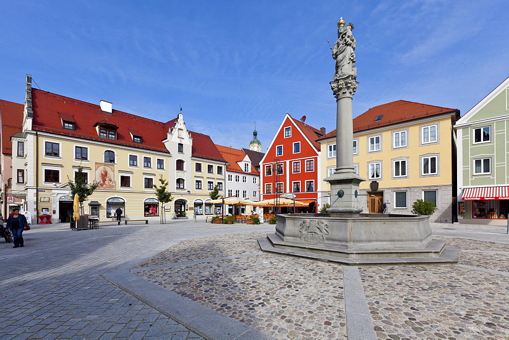 Town Hall and Marienplatz square, Mindelheim, Swabia, Unterallgaeu district, Bavaria, Germany, Europe
