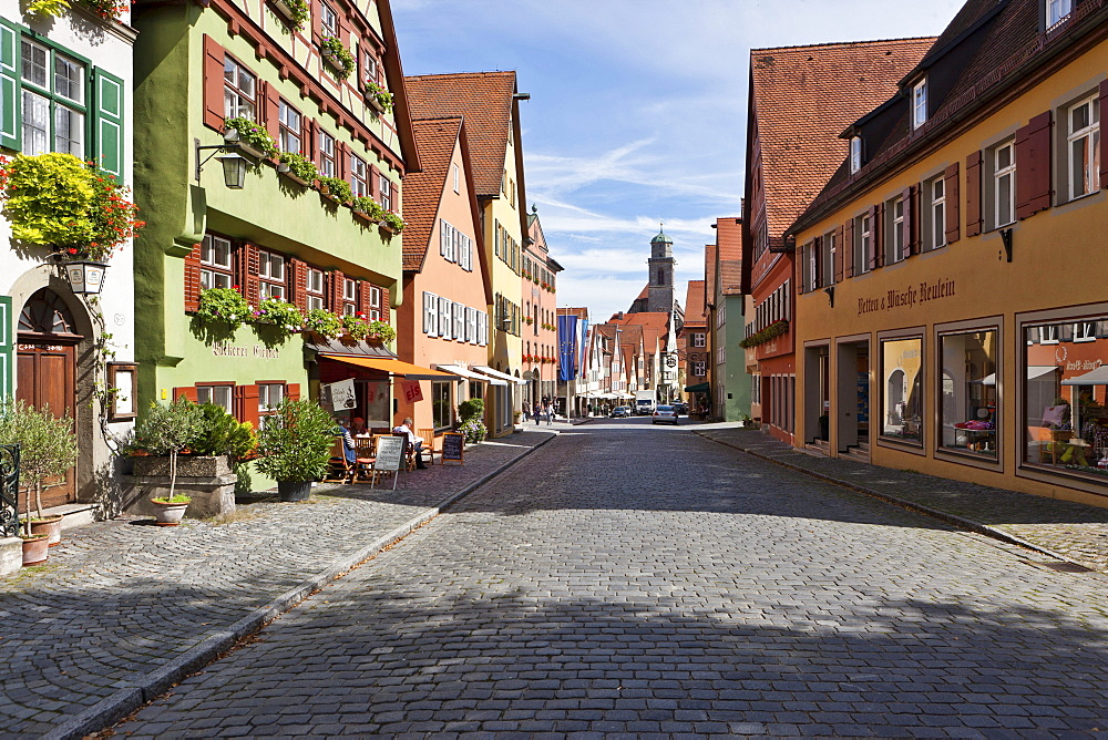 Elsasser Gasse street in the historic district, St. George's Minster at the back, Dinkelsbuehl, administrative district of Ansbach, Middle Franconia, Bavaria, Germany, Europe