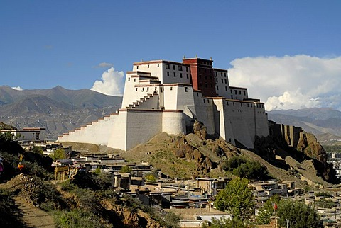 Reconstructed Shigatse Dzong Fortress, with the historic town centre of the Tibetan town of Shigatse, central Tibet, Tibet, China, Asia