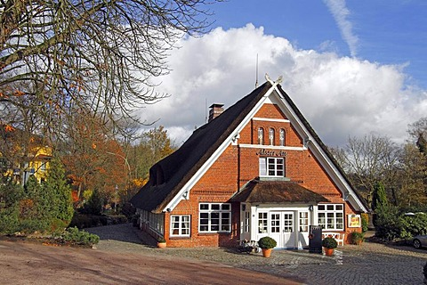 Historic thatched cottage, 400 years old, Alster Au restaurant and hotel on the Inner Alster lake in Duvenstedt district, Walddoerfer forest villages, Hamburg, Germany, Europe