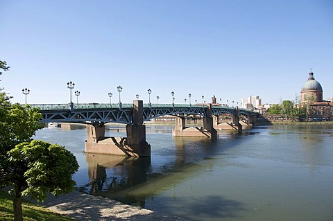 Saint Pierre bridge and the Hospice de la Grave, Toulouse, France, Europe