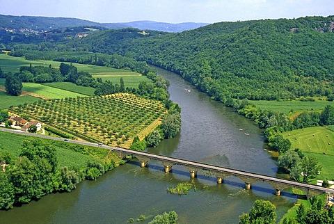 River Dordogne seen from Domme, Departement Dordogne, Region Aquitaine, France, Europe
