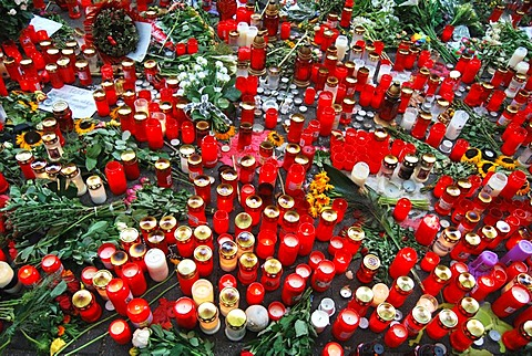 Hundreds of candles to commemorate the victims of the crowd crush at the Love Parade 2010, Duisburg, Ruhr, North Rhine-Westphalia, Germany, Europe
