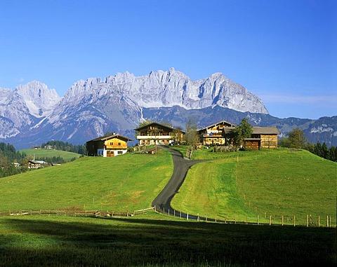 Farm houses, Ellmau valley in front of the Wilder Kaiser mountain range, Tyrol, Austria, Europe
