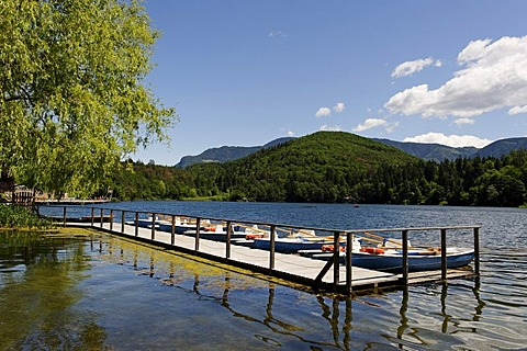 Rantal boat station at the beach Lido, Montiggler See, on the Weinstrasse wine route, Oltradige, Southern Tyrol, Italy, Europe