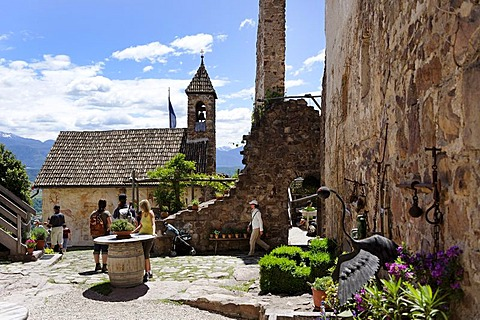 Castel Hocheppan with castle church and bistro near Missian near Eppan an der Weinstrasse, wine route, Ueberetsch, Bozen Unterland, Oltradige-Bassa Atesina district, South Tyrol, Italy, Europe