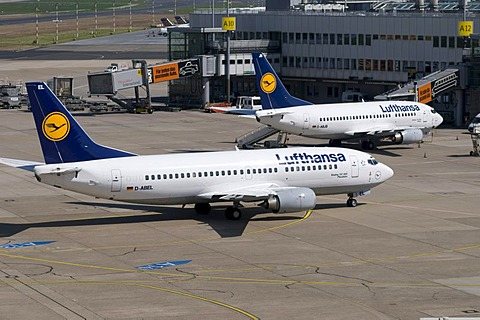 Airport, airfield, aircraft, Lufthansa airline, Boeing 737-300, D-ABEC, Duesseldorf, Rhineland, North Rhine-Westphalia, Germany, Europe