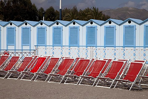 Sun loungers on the beach and beach cabins, Albenga, Riviera, Liguria, Italy, Europe