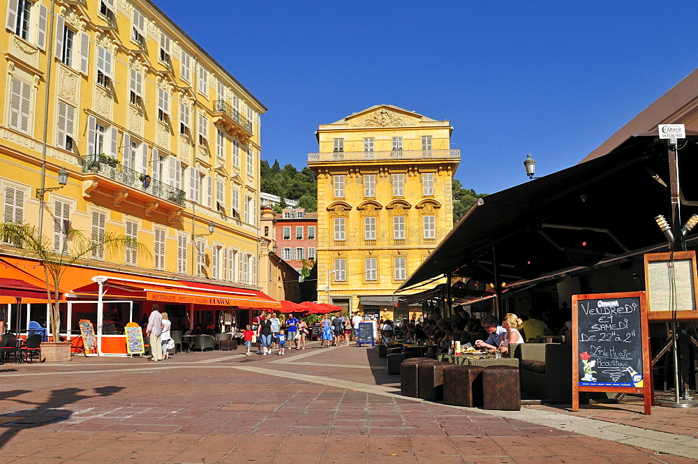 Restaurants and streetcafes at Cours Saleya, Nice, Department Alpes-Maritimes, Region Provence-Alpes-Cote d'Azur, France, Europe