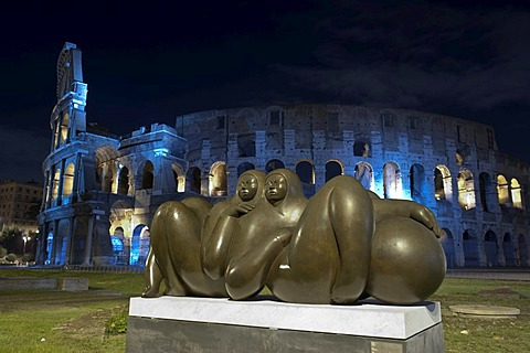 "Modern bronze sculpture, ""Pareja"", by Jimenez Deredia, 2009, Piazza del Colosseo, by night, as part of the temporary exhibition ""La ruta de la paz"", by night, Rome, Italy, Europe"