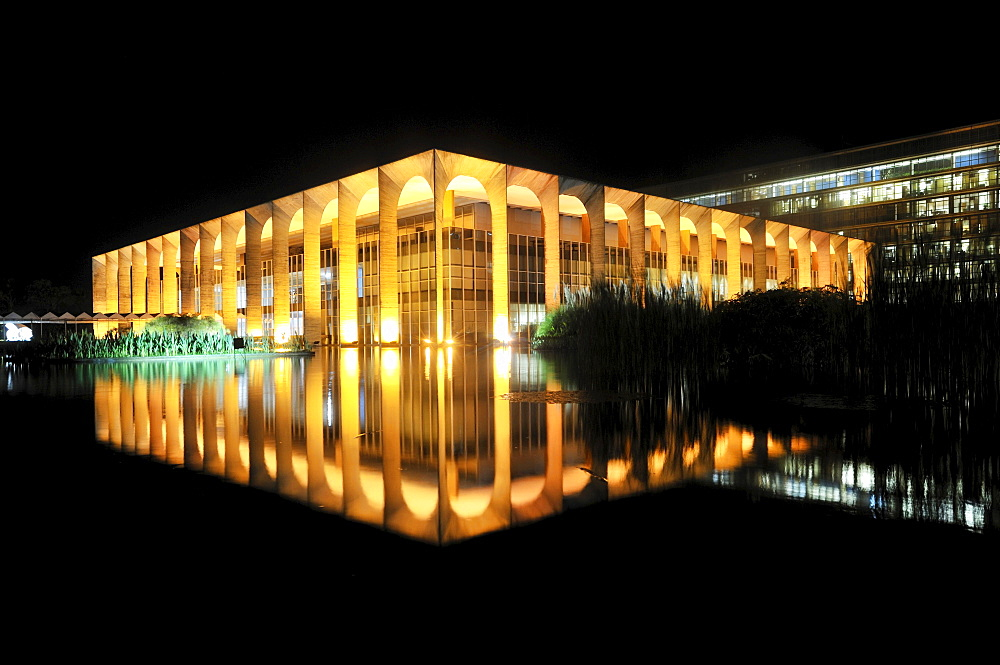 Ministry of Foreign Affairs, Palacio Itamaraty, at night, architect Oscar Niemeyer, Brasilia, Distrito Federal, Brazilian Federal District, Brazil, South America
