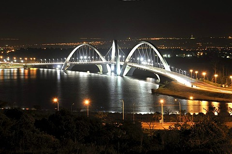 Juscelino Kubitschek Bridge at night, architect Oscar Niemeyer, Brasilia, Distrito Federal, Brazilian Federal District, Brazil, South America